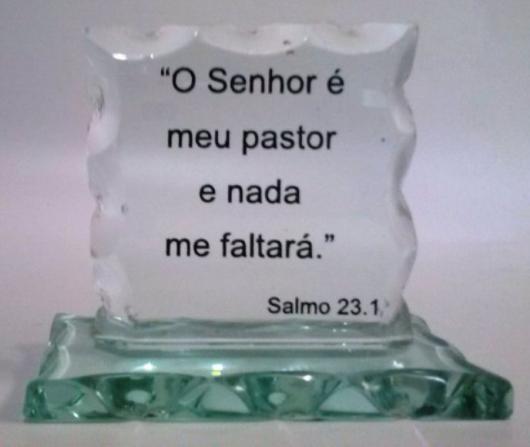 peça de vidro com passagem do evangelho
