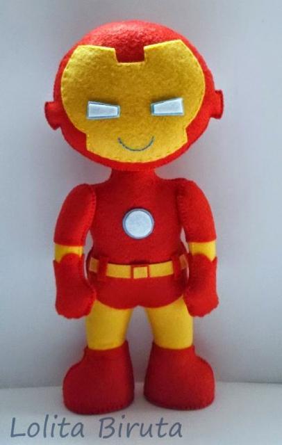 Boneco de feltro do Homem de Ferro.