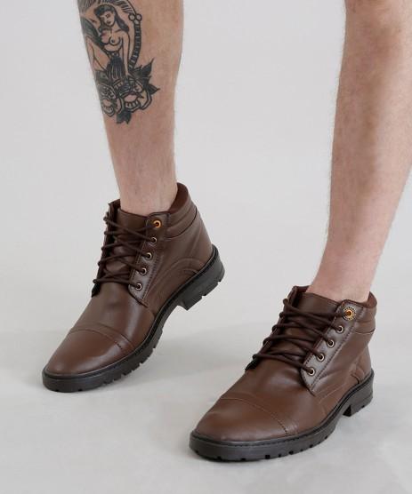 Sapato masculino marrom.