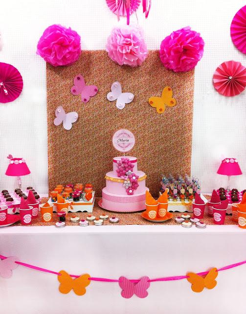 mesa decorada com tema de borboletas