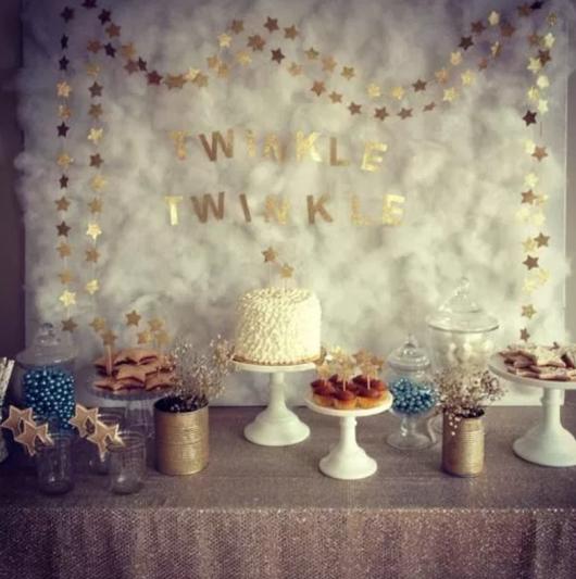 mesa decorada com estrelas como temas de festa infantil feminina