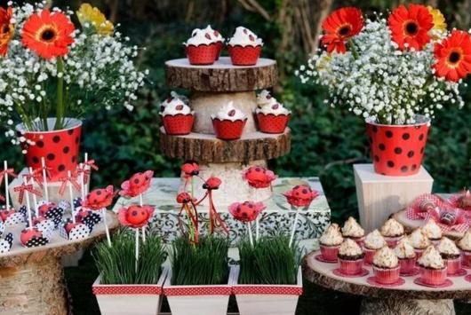 mesa decorada com tema de joaninha