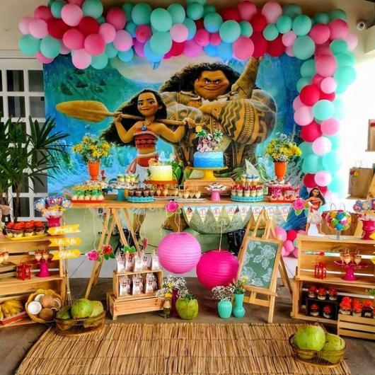 mesa decorada com tema de Moana