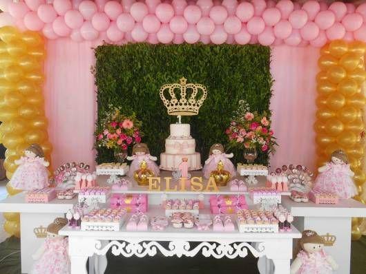 mesa decorada com tema de princesa