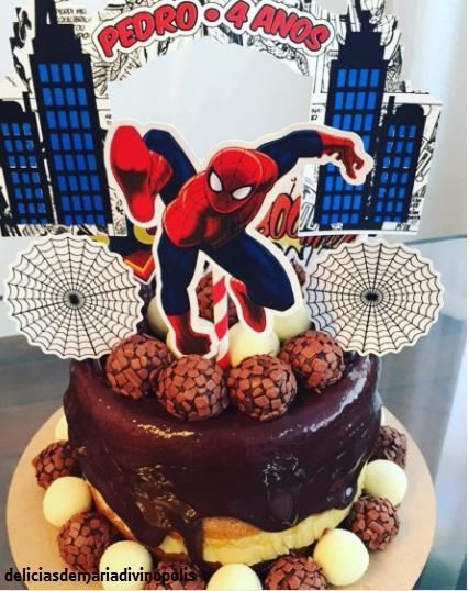 bolo decorado docinhos