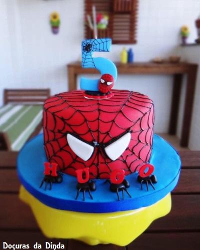 bolo decorado aranhas