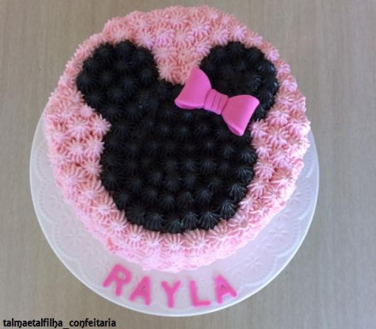 bolo simples rosa e preto