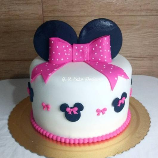 bolo branco e pink