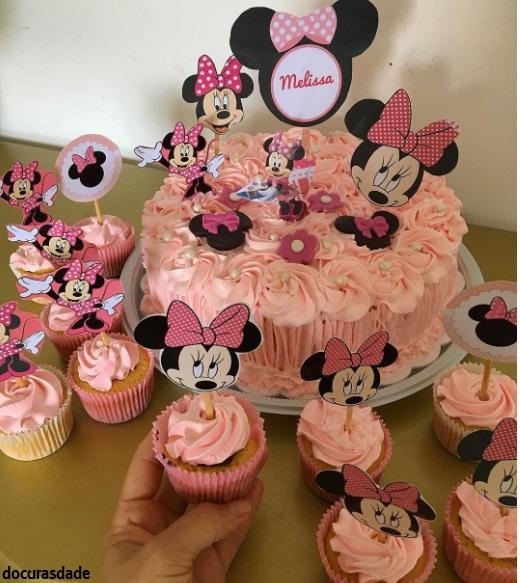 bolo simples rosa claro