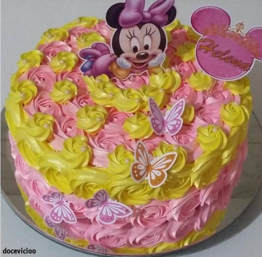 bolo rosa e amarelo
