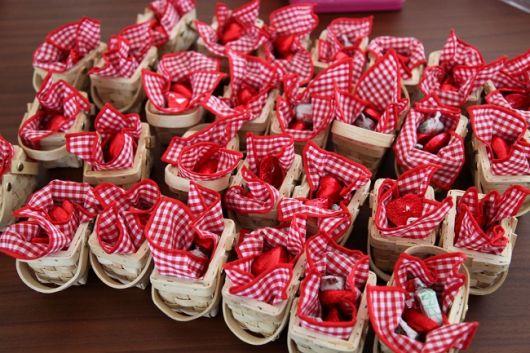 ideias de lembrancinhas chapeuzinho vermelho com cestinhas