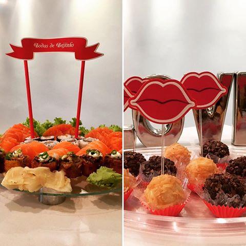 comida japonesa e beijinhos com plaquinha para bodas de beijinho