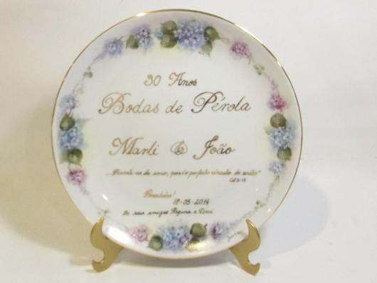 Prato decorativo para comemorar bodas de pérola