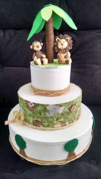 bolo fake safari de tecido com corda dividindo cada camada