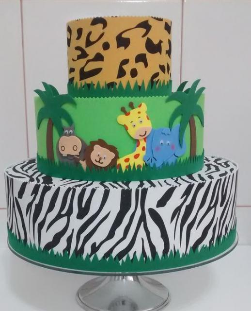 bolo fake safari com três camadas de EVA