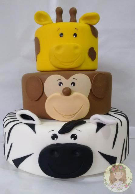 bolo fake safari de EVA com cada camada de um animal