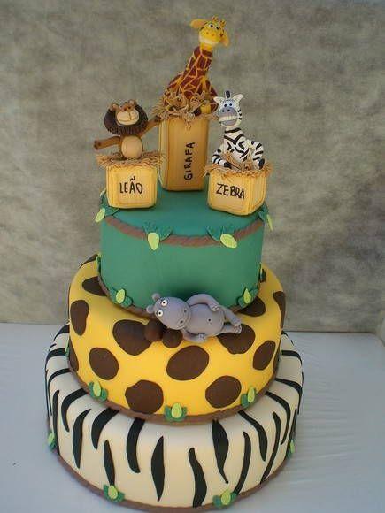 bolo fake safari com personagens do filme Madagascar