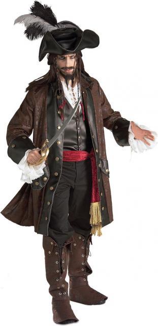 Homem vestido de Jack Sparow, dos filmes Piratas no Caribe.