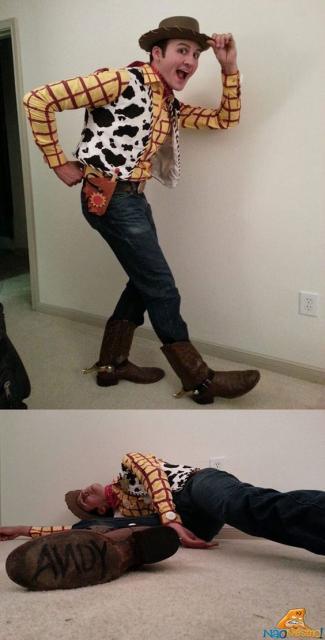 Homem vestido de Woody, dos filmes Toy Store.