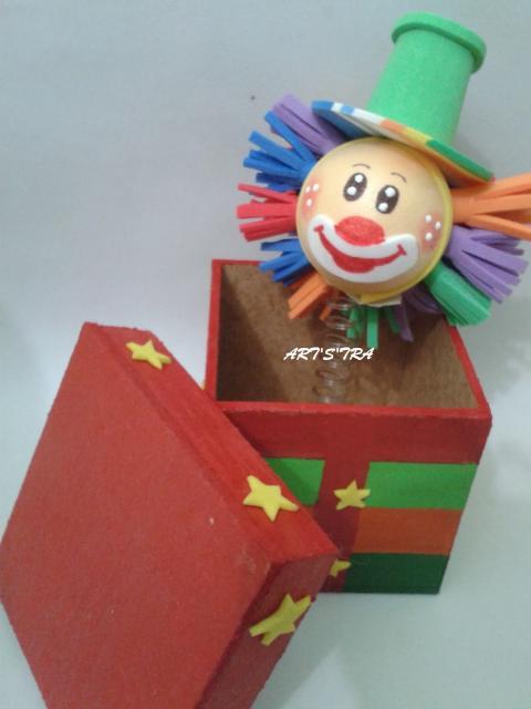 Lembrancinhas Patati Patatá palhaço com mola caixinha MDF