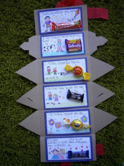 Cartinha com diferentes bombons fazendo trocadilhos com seus respectivos nomes.