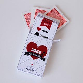 Jogo da sedução com cartas.