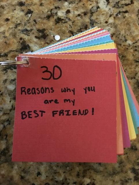 caderninho com os motivos pelos quais alguém é o melhor amigo