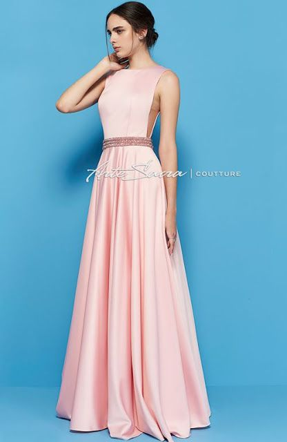 vestido de formatura rosa claro com cinto de pedras