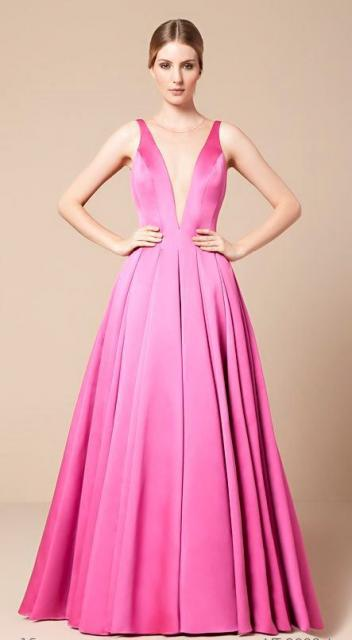 vestido de formatura rosa pink de cetim com decote