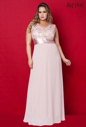 vestido de formatura rosa claro plus size com renda na parte de cima
