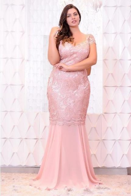 vestido de formatura rosa claro de renda plus size