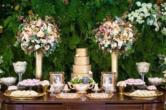 mesa de bolo para bodas de cristal