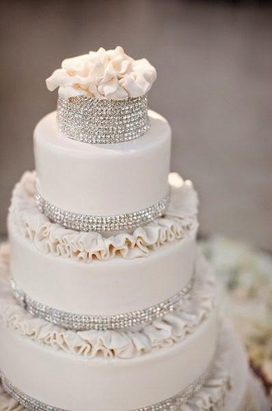 bolo com decoração de cristais