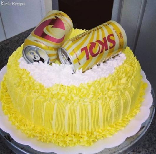 bolo decorado com chantilly