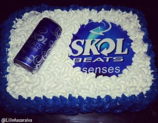 bolo decorado azul e branco