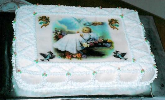 Bolo de batizado feminino com papel de arroz de anjinhos