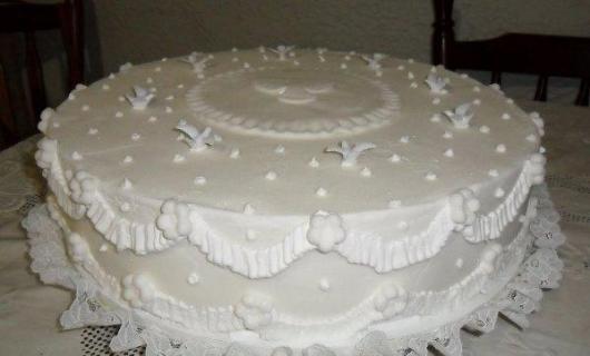 Bolo de batizado feminino branco simples