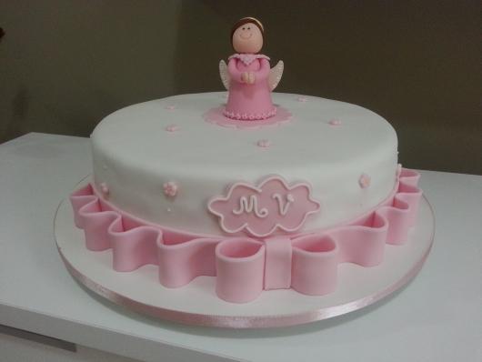 Bolo de batizado feminino lacinho rosa com florzinhas