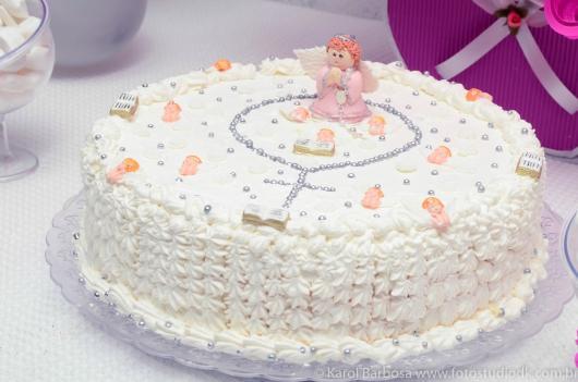 Bolo de batizado feminino decorado com glace e anjinho de biscuit