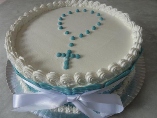 bolo com um grande laço e terço