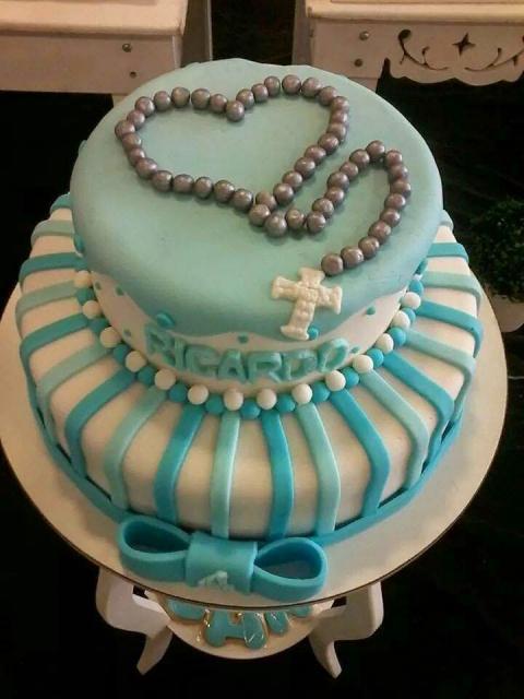 bolo com terço, laço e risquinhos