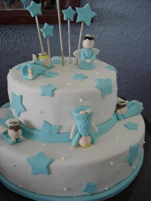 bolo com aninhos de diversas poses e estrelas