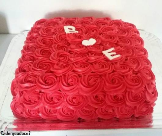 bolo vermelho quadrado