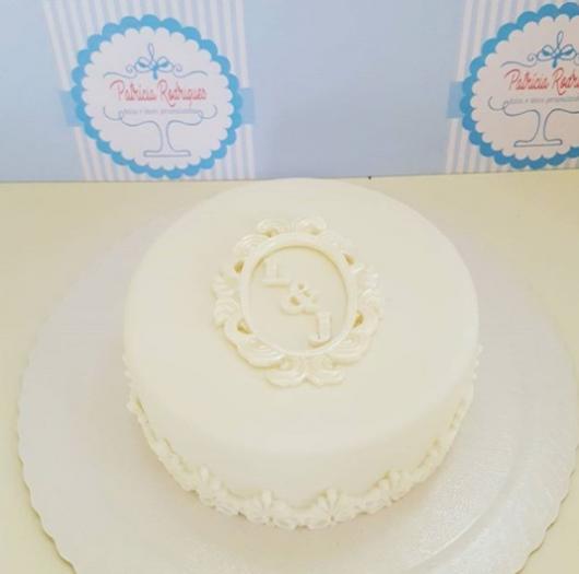 bolo branco simples