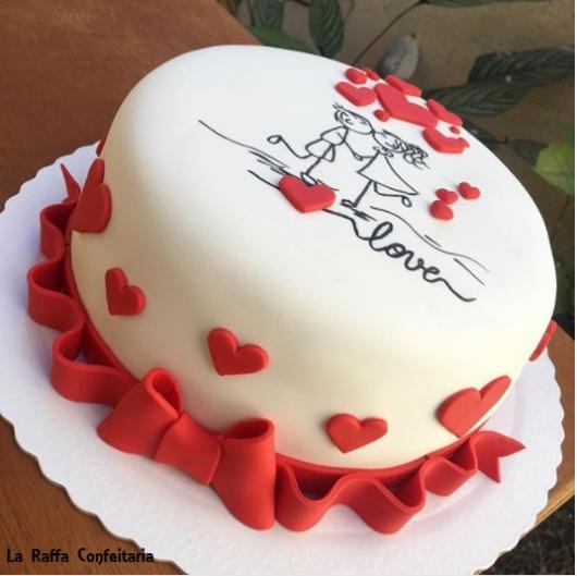 bolo vermelho e branco moderno