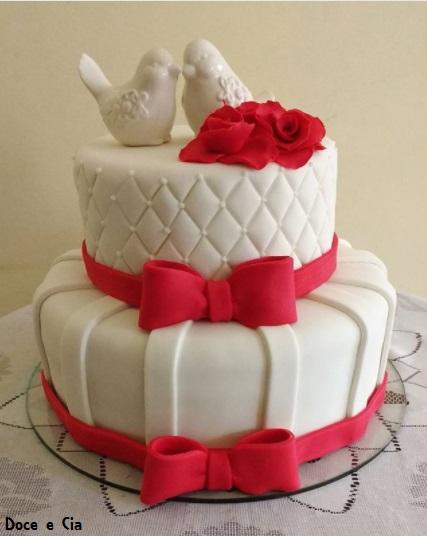 bolo branco e vermelho pasta americana