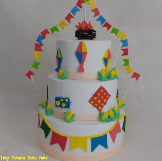 bolo colorido festa junina