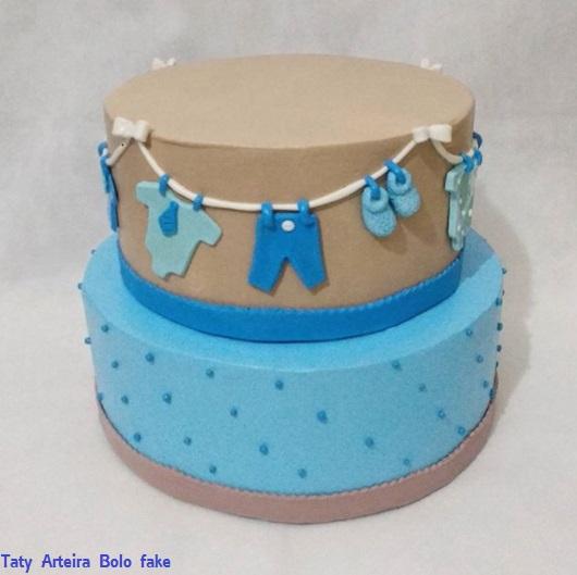 bolo chá de bebê azul e marrom