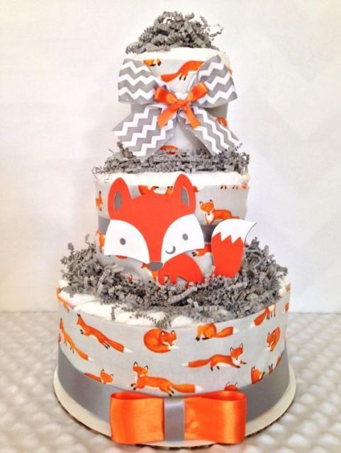 bolo fake unissex com desenhos de raposinha e laço cinza