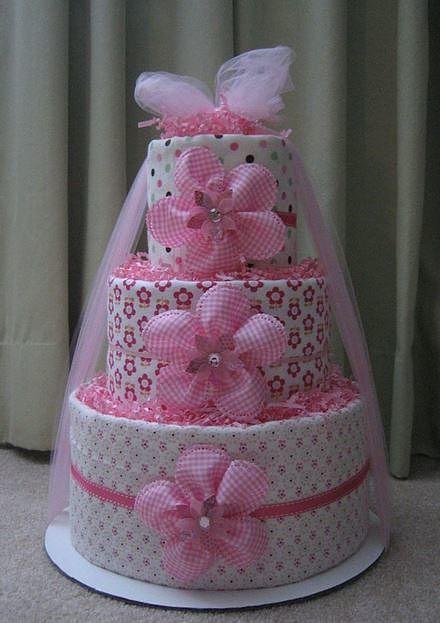 bolo fake feminino rosa com estampa de flores e bolinhas, conta também com flores rosa